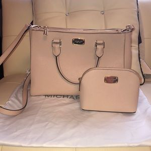 Michael Kors Handbag with a cosmetic pouch